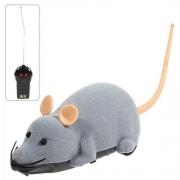 Control remoto electrónico Ratón de juguete para el truco / Jugando con el gato gris