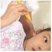 Herramienta de limpieza del oído Q-tip con la linterna y tres accesorios
