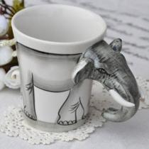 Taza de Café Pintado a Mano en Elefante Creativo