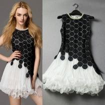Flores blancos y negros del bordado plisado moldeado del vestido del tanque