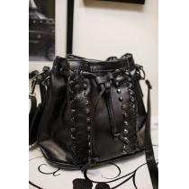 Fresco punky tachonado Remaches cordón Negro Crossbody Bucket Bag Satchel
