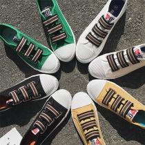 Zapatos de punta redonda y tacón plano