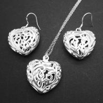 Pack de Collar y Pendientes en Diseño Calado en Forma de Corazón
