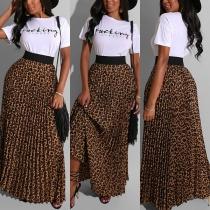 Conjunto de Dos Piezas: Camiseta Estampada de Letras + Falda de Leopardo
