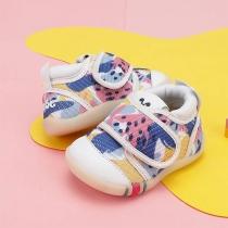 Los zapatos de bebé de suela blanda para niños pequeños no se caen fácilmente