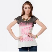 Impresión del color del gradiente fluorescente de la letra T-shirt